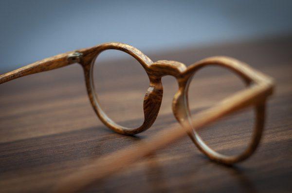 Menschen brille kaufen alle 2 Jahre